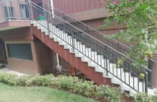 东关村楼梯扶手
