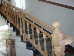 实木楼梯厂家提供的楼梯扶手防潮妙招